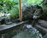 客室露天風呂に源泉を使用