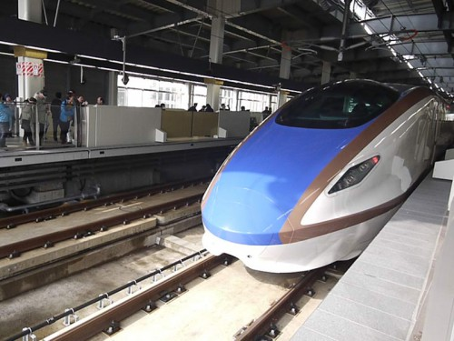 ホーム新幹線P1150935